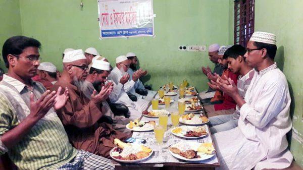 দৌলতপুরে প্রেস ক্লাব'আল্লার দর্গা'র আয়োজনে ইফতার মাহফিল অনুষ্ঠিত