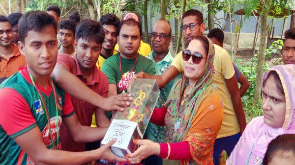 ঈদুল ফিতর উপলক্ষে দৌলতপুরের  ফিলিপনগরে প্রীতি ক্রিকেট ম্যাচ ও পুরস্কার বিতরনী অনুষ্ঠিত