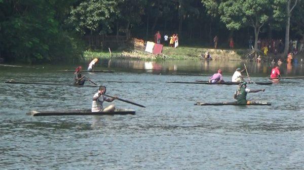 ঝিনাইদহের নবগঙ্গা নদীতে ঐতিহ্যবাহী ডোঙা বাইচ প্রতিযোগিতা সম্পন্ন