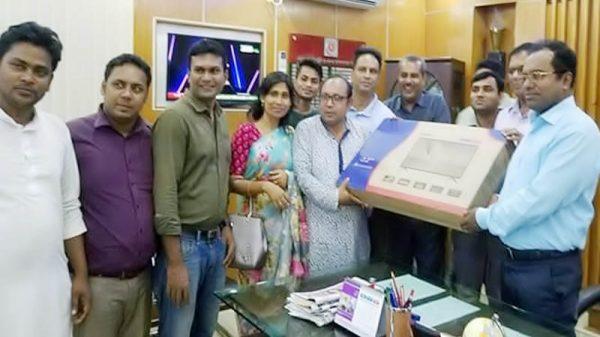 কুষ্টিয়া প্রেসক্লাব-কেপিসিকে জেলা প্রশাসকের এলইডি টিভি প্রদান