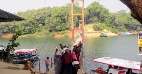 রাঙ্গামাটিতে আসা পর্যটকদের মূল আকর্ষণ ঝুলন্ত ব্রীজ