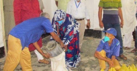 নিত্যানন্দপুর ইউনিয়নে দরিদ্রদের মাঝে ত্রাণ বিতরণ
