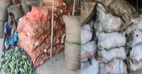 দৌলতপুরের খলিসাকুন্ডি কাঁচা বাজারের সকল আড়ৎ বন্ধ রেখেছে ব্যবসায়ীরা
