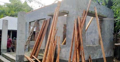 গাংনীতে সরকারীভাবে বরাদ্দকৃত দুর্যোগ সহনীয় ঘর নির্মাণে  নিম্নমানের নির্মাণ সামগ্রী ব্যবহারের অভিযোগ